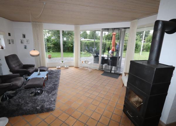 dk-spitze-ferienhaus-mit-blumen-park
